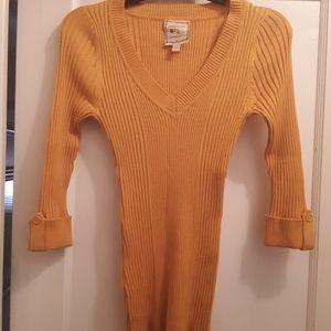 Nice Yellowish/Orange Sweater